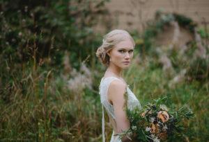 Kuva: Ninka Photography Malli:Reetta Lehtinen/Modelpoint Puku:Valkoinen Kreivitär Kukat:Penttala Floral design